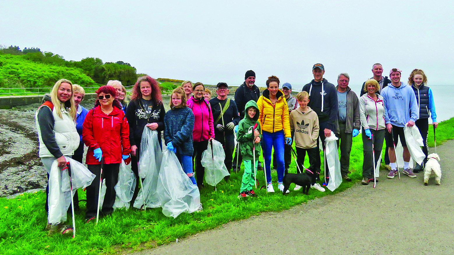 Volunteers collect more than 30 bags of litter in Bank Holiday clean up